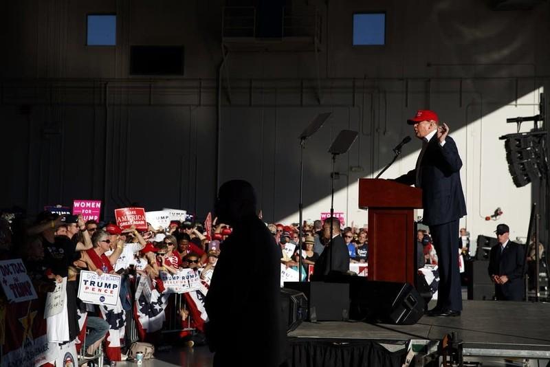 Ông Trump phát biểu trước người ủng hộ tại cuộc vận động cuối cùng ở Minnesota ngày 6-11