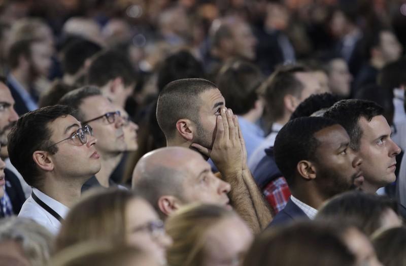 Người ủng hộ bà Clinton vẫn chưa hết sốc sau cú thua ngoài dự đoán.
