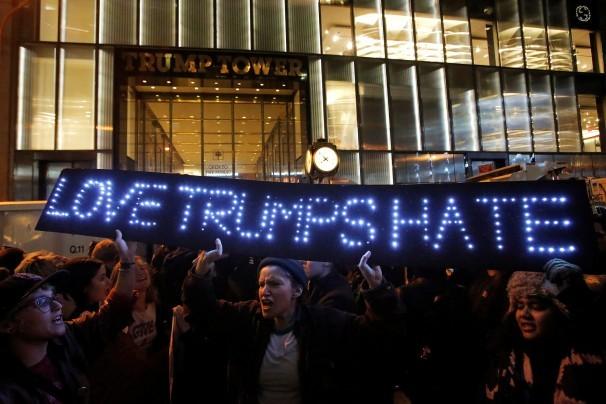 Biểu tình chống Trump ở New York tối 9-11