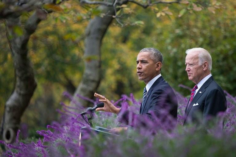 Tổng thống Obama phát biểu tại vườn Hồng, Nhà Trắng ngày 9-11. Sau lưng ông là Phó Tổng thống Joe Biden.