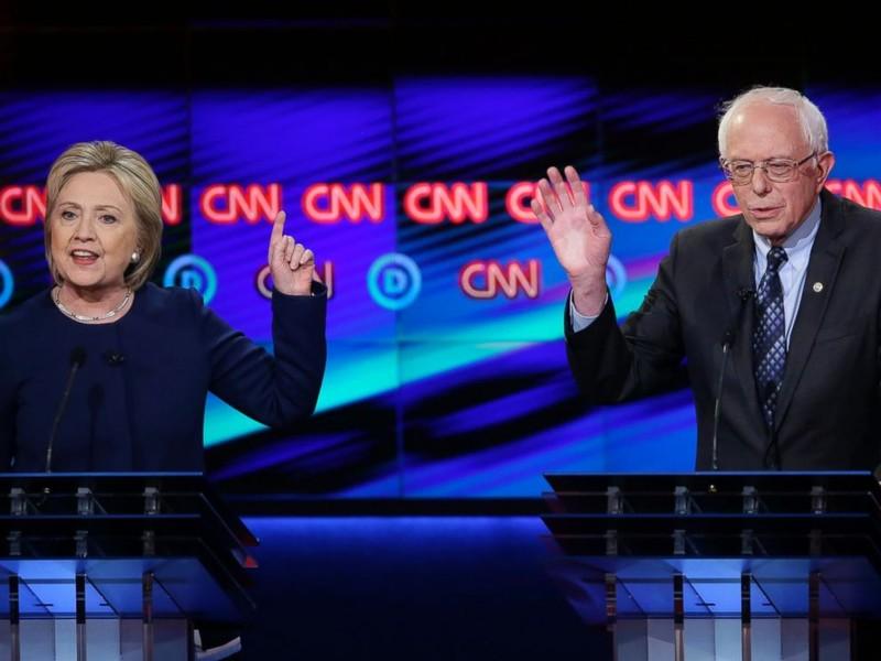 Bà Clinton và ông Sanders tranh luận trong giai đoạn bầu cử sơ bộ.