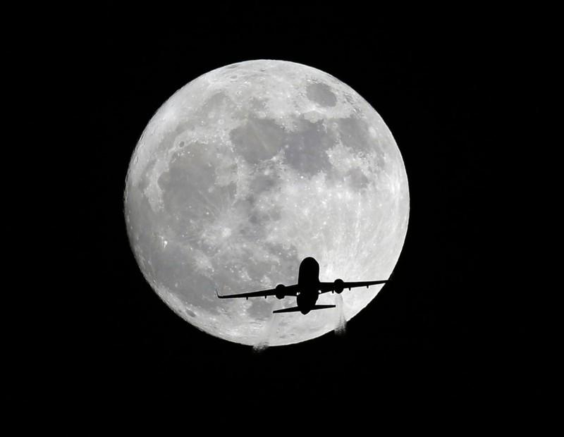 Mặt trăng mọc ở Whittier, bang California (Mỹ) tối 13-11.