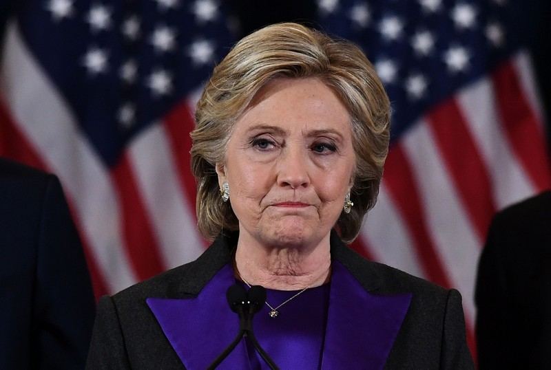 Bà Clinton là ứng viên tổng thống đầu tiên của Mỹ nói lời xin lỗi khi thua cuộc.