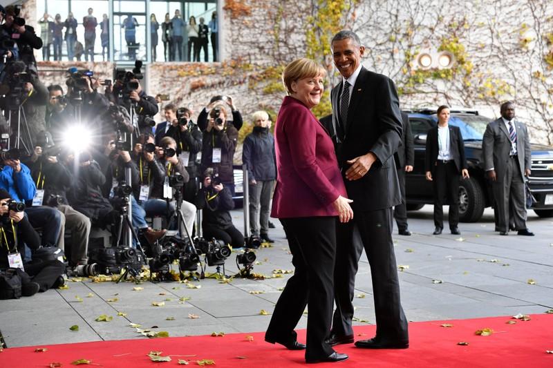 Tổng thống Obama (phải) và Thủ tướng Merkel trước cuộc gặp với các lãnh đạo châu Âu tại Berlin (Đức) ngày 18-11.