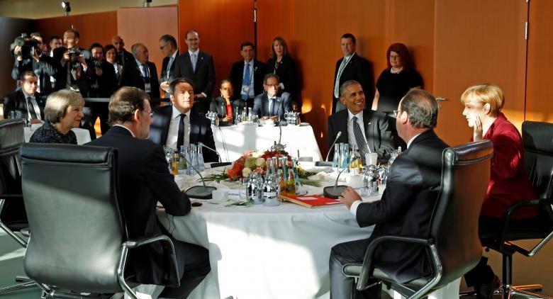 Lần ngồi lại cuối cùng của Tổng thống Obama (ngồi, thứ ba từ trái sang) và các lãnh đạo châu Âu ở Berlin (Đức) ngày 18-11.