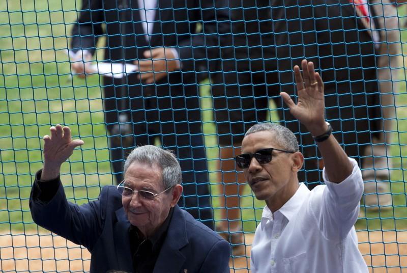 Chủ tịch Raul Castro, em trai Chủ tịch Fidel Castro năm nay 85 tuổi (trái) và Tổng thống Mỹ Barack Obama tại thủ đô Havana (Cuba) ngày 22-3-2016.