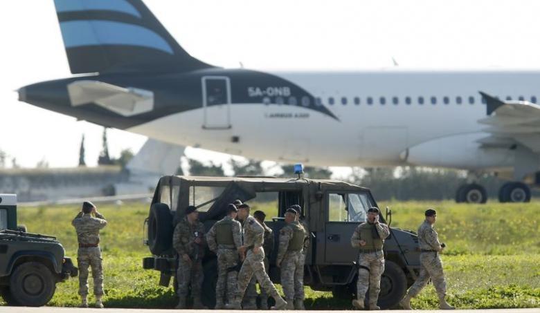 Chiếc máy bay đã hạ cánh an toàn xuống sân bay Malta. Ảnh: REUTERS