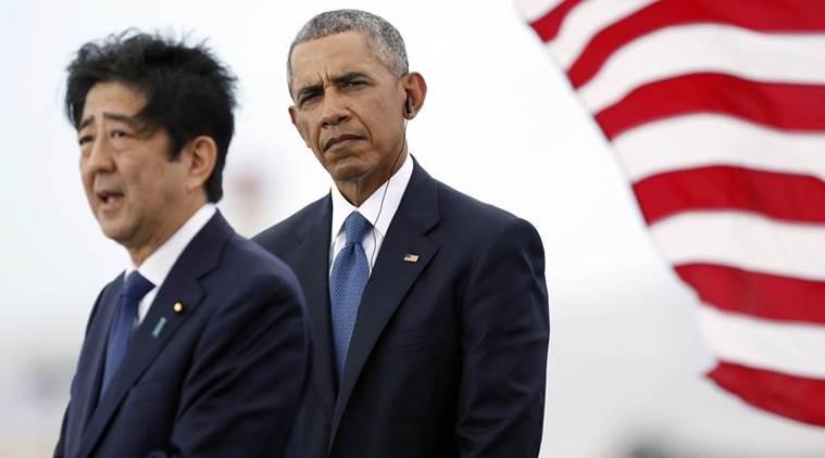 Tổng thống Mỹ Barack Obama (phải) và Thủ tướng Nhật Shinzo Abe tại Trân Châu Cảng ở Hawaii (Mỹ) ngày 27-12. Ảnh: AP