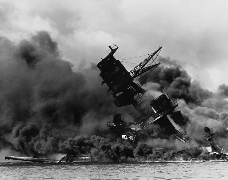 Thiết giáp hạm USS Arizona phát nổ và chìm trong trận Trân Châu Cảng. Ảnh: WIKIPEDIA