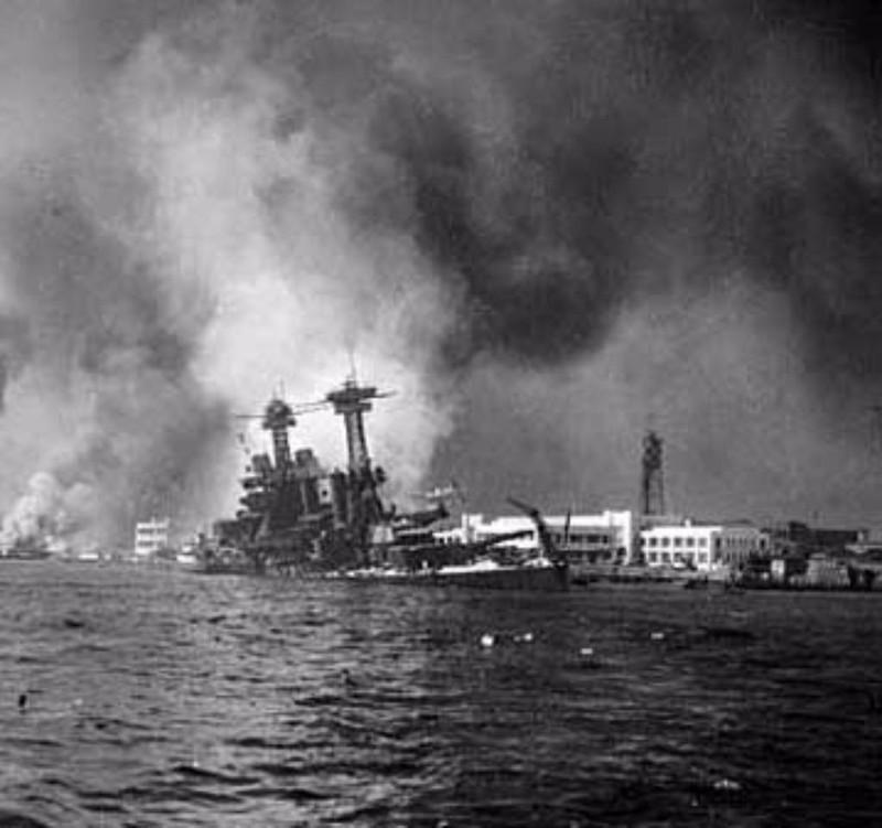 USS California bị tấn công tại Trân Châu Cảng. Ảnh: WWII