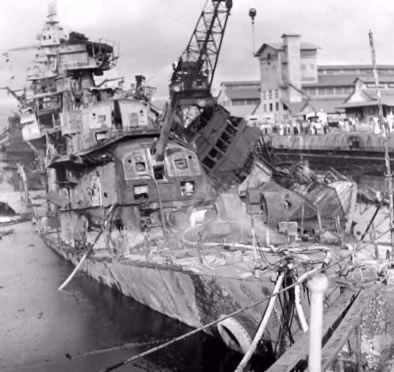 Tàu USS Cassin hư hại nặng nề sau trận Trân Châu Cảng. Ảnh: PACIFIC WARBIRDS
