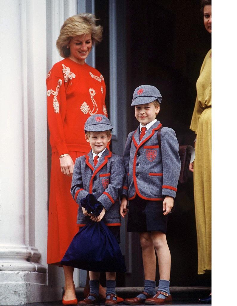 Công nương Diana và hai con trong ngày đi học đầu tiên của Hoàng tử Harry (nhỏ). Ảnh: GETTY IMAGES