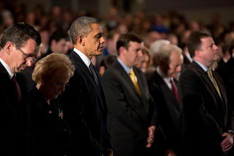 Tổng thống Obama tại buổi lễ tưởng niệm nạn nhân thảm sát. Ảnh: AP