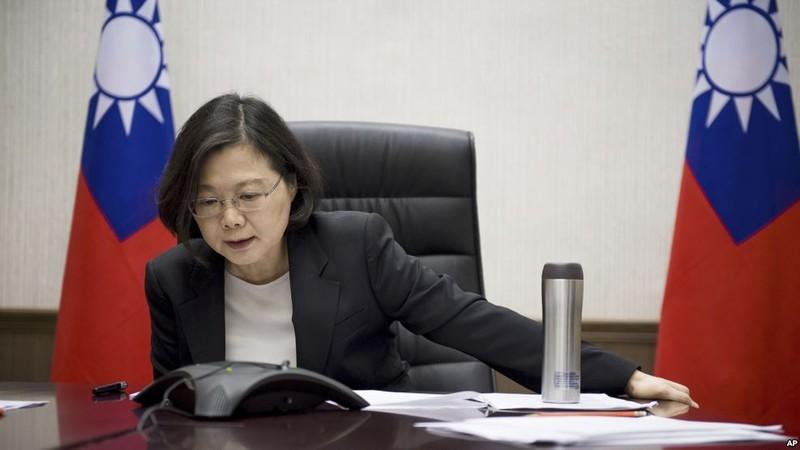 Lãnh đạo Đài Loan Thái Anh Văn điện đàm với Tổng thống đắc cử Mỹ Donald Trump ngày 2-12-2016. Ảnh: AP