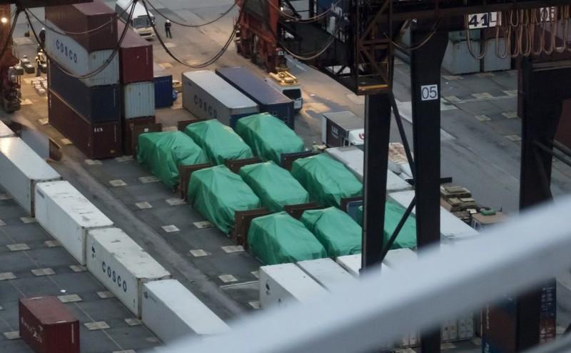 9 xe quân sự của Singapore bị hải quan Hong Kong tịch thu từ tháng 11-2016. Ảnh: AP