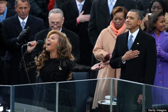 Ca sĩ Beyoncé biểu diễn trong lễ nhậm chức nhiệm kỳ thứ 2 của Tổng thống Obama. Ảnh: HUFFINGTON POST