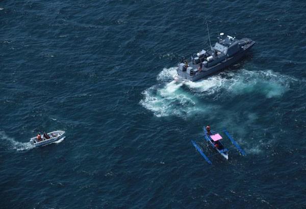 Trực thăng hải quân Philippines tuần tra biển. Ảnh: PHILSTAR