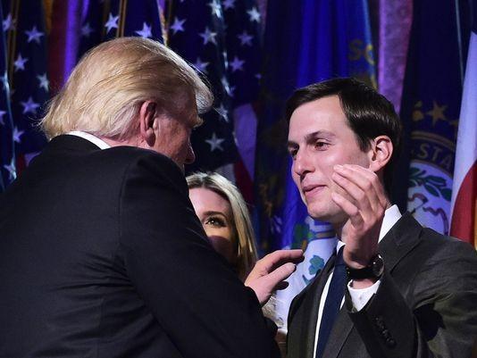 Ông Trump (trái) và con rể Jared Kushner. Ảnh: AFP