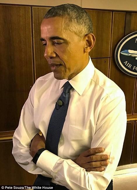 Tổng thống Obama bên trong chiếc Không lực Một đến Chicago ngày 10-1. Ảnh: WHITE HOUSE