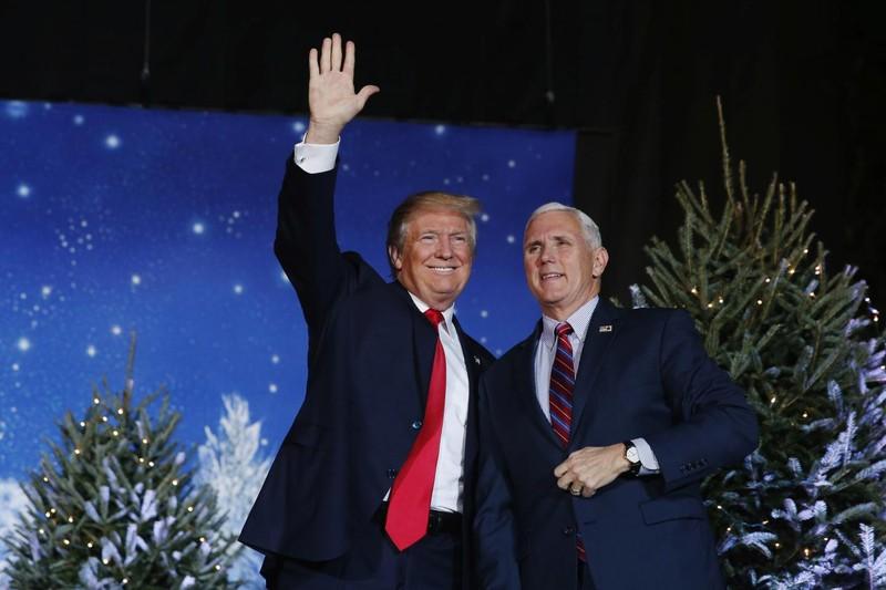 Cặp đôi Donald Trump-Mike Pence sẽ là Tổng thống và Phó Tổng thống mới của Mỹ. Ảnh: AP