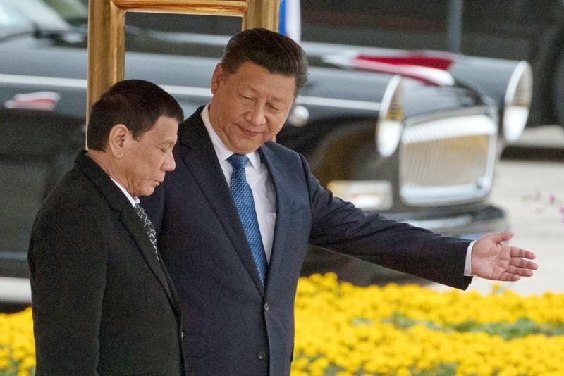 Tổng thống Philippines Rodrigo Duterte (trái) và Chủ tịch Trung Quốc Tập Cận Bình tại Bắc Kinh tháng 10-2016. Ảnh: PHILSTAR
