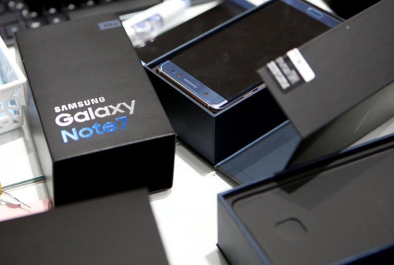 Samsung đã ngừng sản xuất vĩnh viễn mẫu điện thoại Galaxy Note 7 sau khi có lỗi cháy nổ. Ảnh: REUTERS