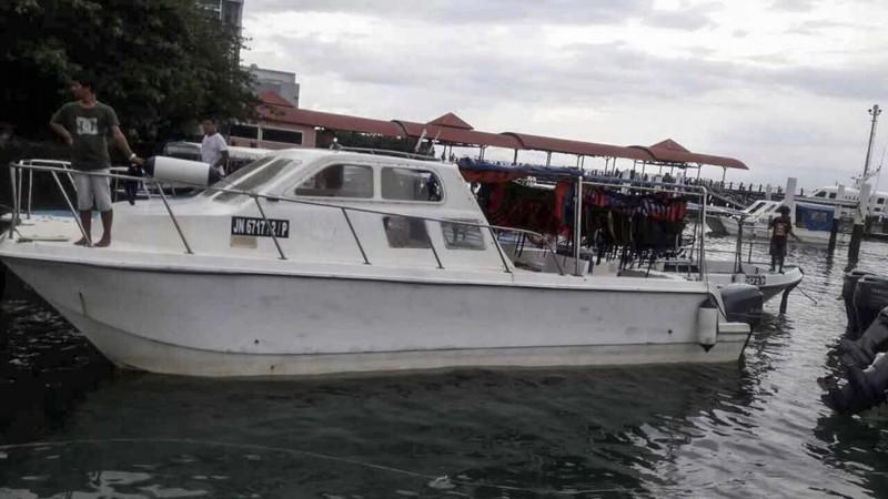 Một tàu loại chở khách du lịch đậu tại Kota Kinabalu, bang Sabah, miền đông Malaysia. Ảnh: EPA