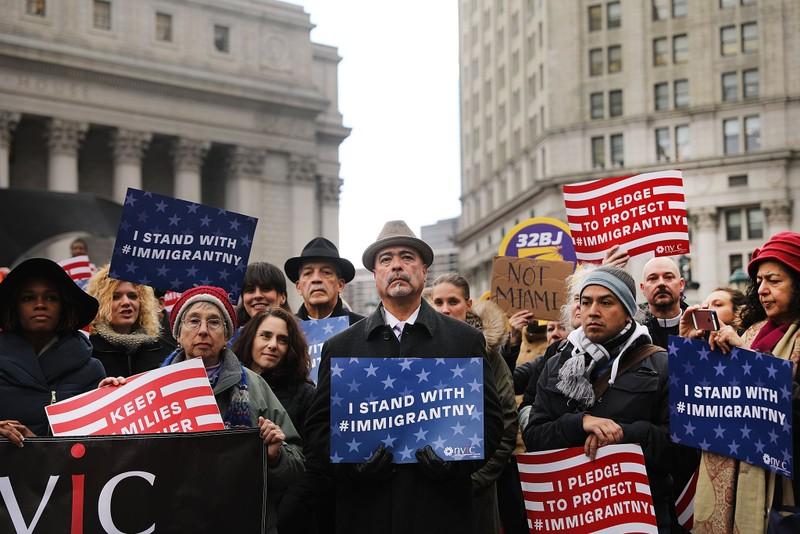Biểu tình phản đối lệnh cấm người Hồi giáo vào Mỹ của ông Trump tại New York (Mỹ) ngày 27-1. Ảnh: REUTERS