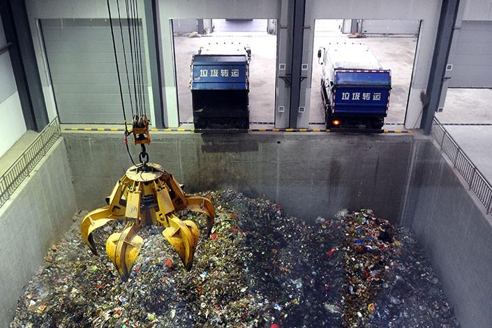 Hệ thống xử lý rác tại một nhà máy xử lý ở huyện Tân Mật, tỉnh Hà Nam, Trung Quốc. Ảnh: VISUAL CHINA