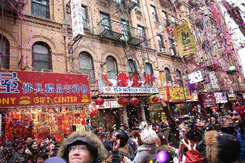 Cảnh đón Tết của người Hoa hôm Mùng Một ở khu Chinatown ở quận Manhattan, TP New York (Mỹ). Ảnh: STEPHEN YANG