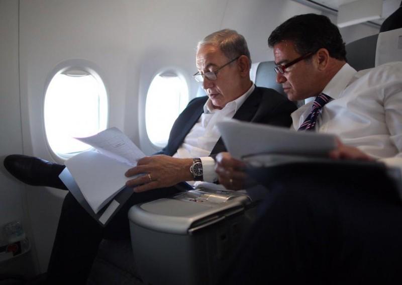 Thủ tướng Israel Benjamin Netanyahu (trái) và Giám đốc cơ quan tình báo đối ngoại Israel Mossad Yossi Cohen. Ảnh: NEWSWEEK