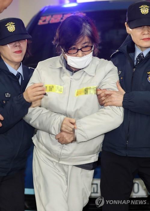 Bà Choi Soon-sil trong lần đến văn phòng công tố Seoul ngày 26-1-2017. Ảnh: YONHAP