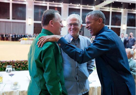 Tổng thống Obama cười nói với Thủ tướng New Zealand John Key và Thủ tướng Úc Malcolm Turnbull tại Lào tháng 9-2016. Ảnh: PETE SOUZA