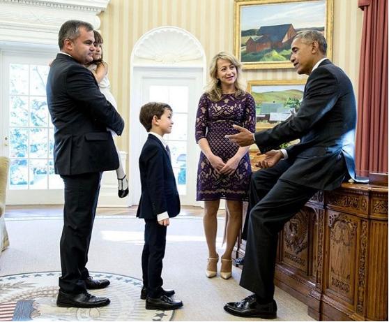 Tổng thống Obama gặp cậu bé Alex tại Nhà Trắng. Ảnh: PETE SOUZA