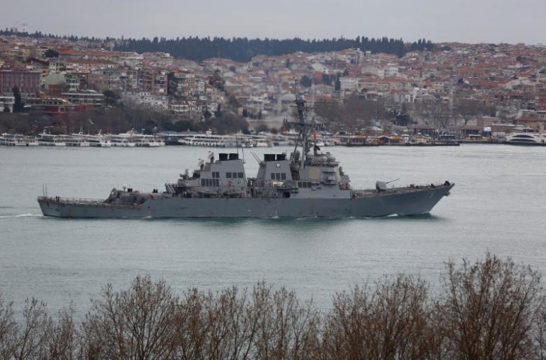 Tàu khu trục trang bị tên lửa dẫn đường USS Porter trên eo biển Bosphorus, trên đường đến Thổ Nhĩ Kỳ, ngày 11-2. Ảnh: REUTERS