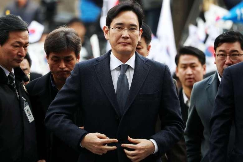 Thái tử Samsung Lee Jae-yong đến Trung tâm Giam giữ Seoul ngày 16-2. Ảnh: BLOOMBERG