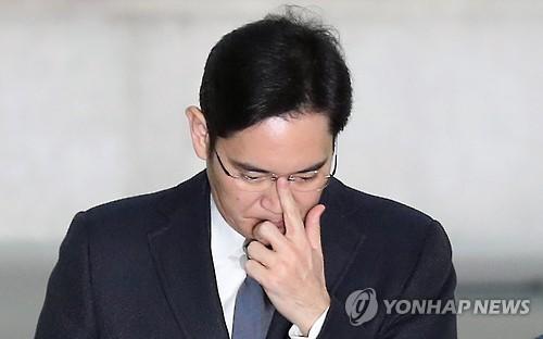 Ông Lee Jae-yong tại Văn phòng công tố đặc biệt ngày 16-2. Ảnh: YONHAP