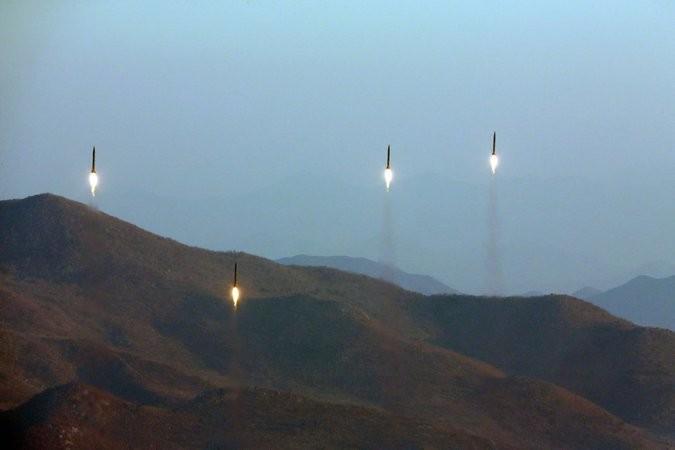 4 tên lửa đạn đạo của Triều Tiên được phóng ngày 6-3. Ảnh: KCNA