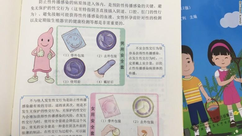 Tình dục an toàn và sử dụng bao cao su được đề cập trong sách. Ảnh: CNN