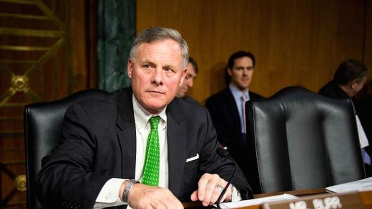Chủ tịch Ủy ban Tình báo Thượng viện, nghị sĩ Cộng hòa Richard Burr muốn điều trần công khai về khả năng đội ngũ Trump có quan hệ với Nga. Ảnh: GETTY IMAGES
