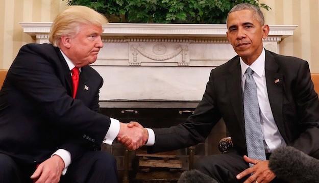 Ông Donald Trump (trái) đến Nhà Trắng thăm Tổng thống Barack Obama (phải) một ngày sau khi đắc cử. Ảnh: BGR.COM