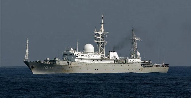 Tàu do thám Viktor Leonov của Nga. Ảnh: TOWHALL