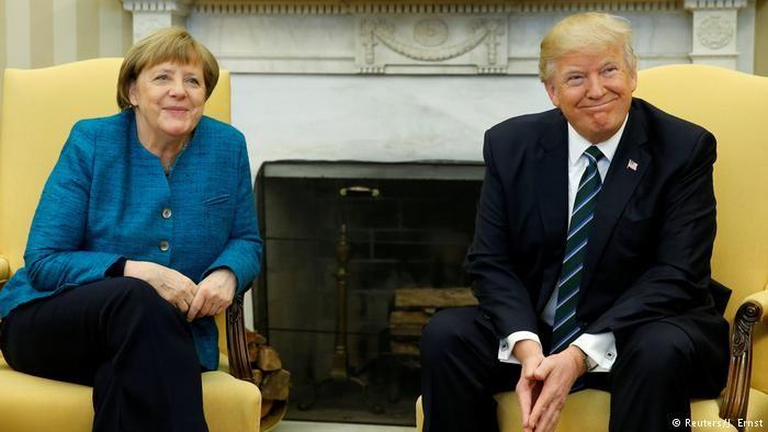 Tổng thống Mỹ Donald Trump (phải) tiếp Thủ tướng Đức Angela Merkel tại phòng Bầu dục ở Nhà Trắng (Mỹ) ngày 17-3. Ảnh: DW
