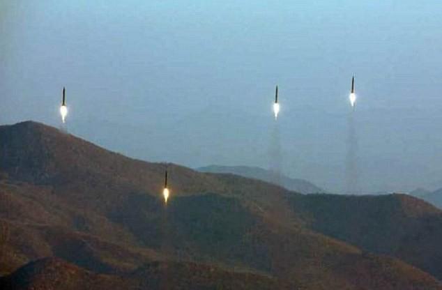 Triều Tiên phóng cùng lúc 4 tên lửa đạn đạo ngày 6-3. Ảnh: RODONG SINMUN