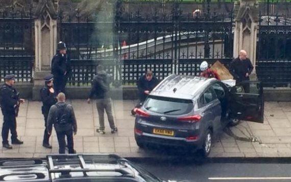 Chiếc xe đã tông hàng chục người đi đường. Ảnh: TWITTER