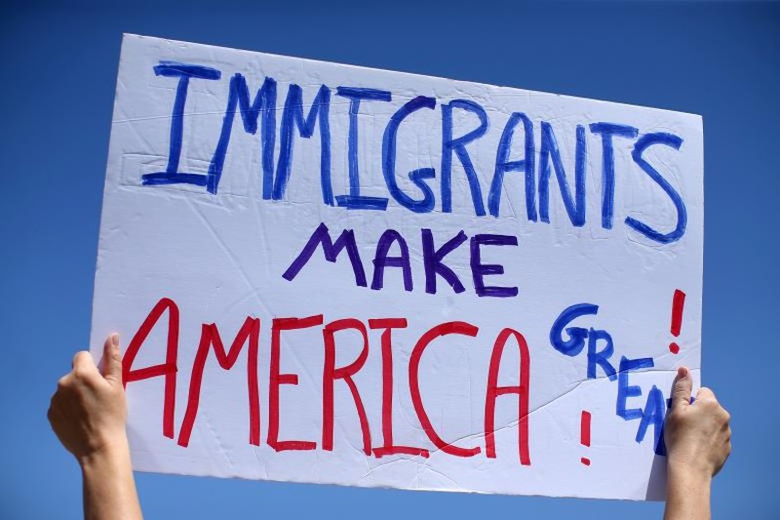 Dân Mỹ biểu tình chống sắc lệnh nhập cư của ông Trump. Ảnh REUTERS