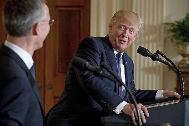 Ông Trump họp báo với Tổng Thư ký NATO Jens Stoltenberg tại Nhà Trắng giữa tháng 4. Ảnh: AP