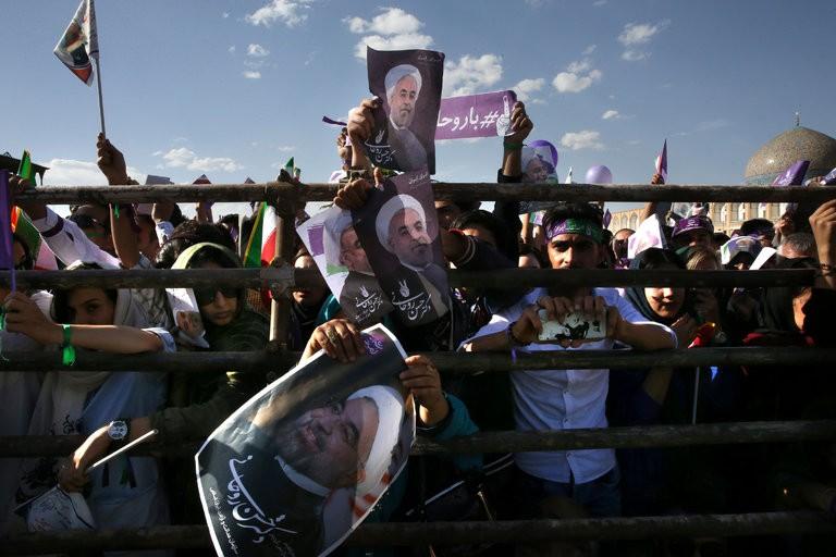 Quyết định giữ thỏa thuận hạt nhân của Mỹ có lợi cho Tổng thống Iran Hassan Rouhani trong cuộc bầu cử sắp tới. Ảnh: AP
