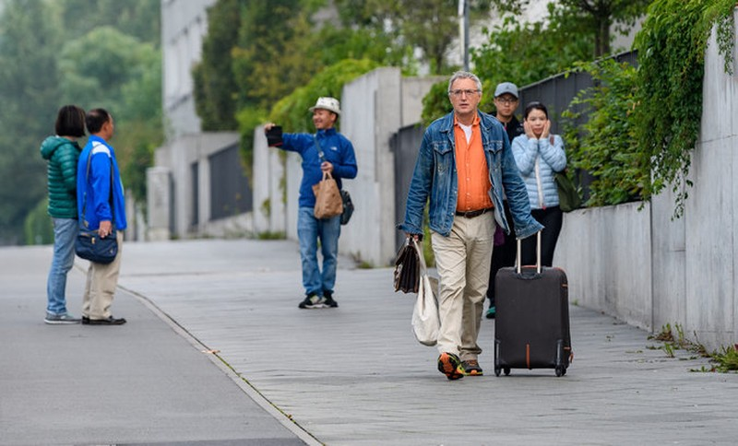 Người dân Frankfurt (Đức) sơ tán chờ bom được tháo dỡ. Ảnh: GETTY IMAGES