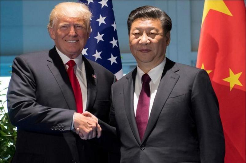 Tổng thống Mỹ Donald  Trump (trái) và Chủ tịch Trung Quốc Tập Cận Bình gặp nhau tại dịp hội nghị G20 ở Hamburg (Đức) ngày 8-7. Ảnh: REUTERS